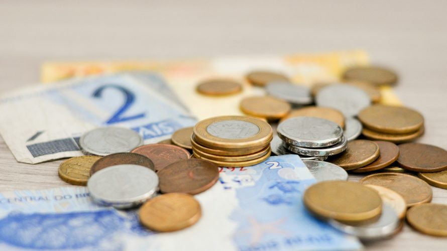 中学受験にかかる費用や親の年収は?塾代や受験料など、事前にお金の準備をしておけば安心!