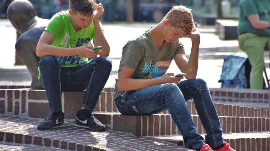 小学生に携帯はいつから持たせる?所持率や実態を調査